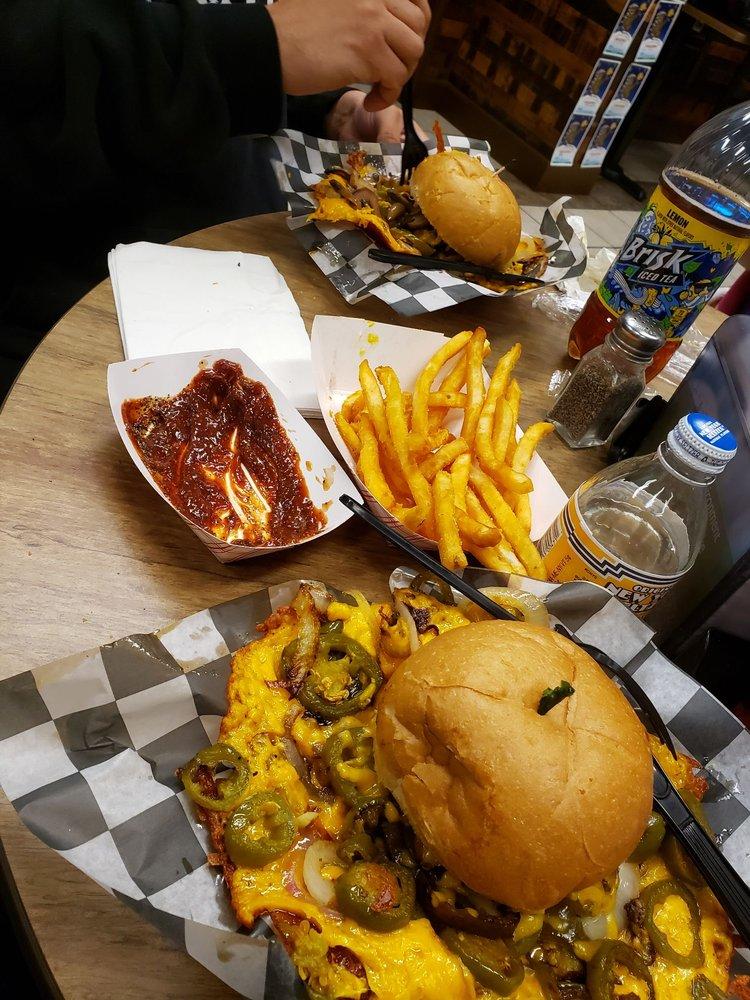 Squeeze Burger: 13791 Mono Way, Sonora, CA