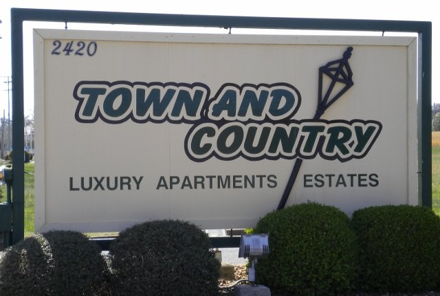 Town and Country Luxury Apartments: 2420 Congress Pkwy S, Athens, TN