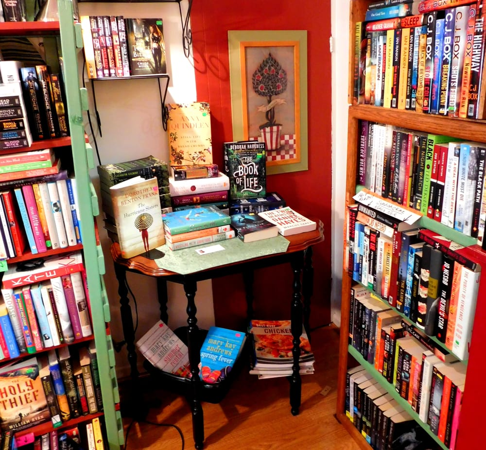 Booklady's Book Attic: 138 S Oak Ave, Bartlett, IL