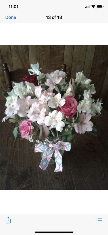 Hometown Treasures Floral & Gifts: 511 West Ozark St, Morris, OK