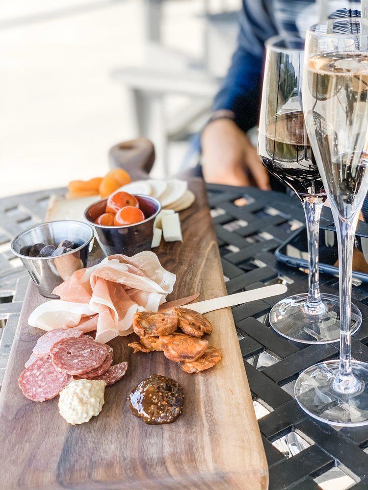 Veronét Vineyards & Winery