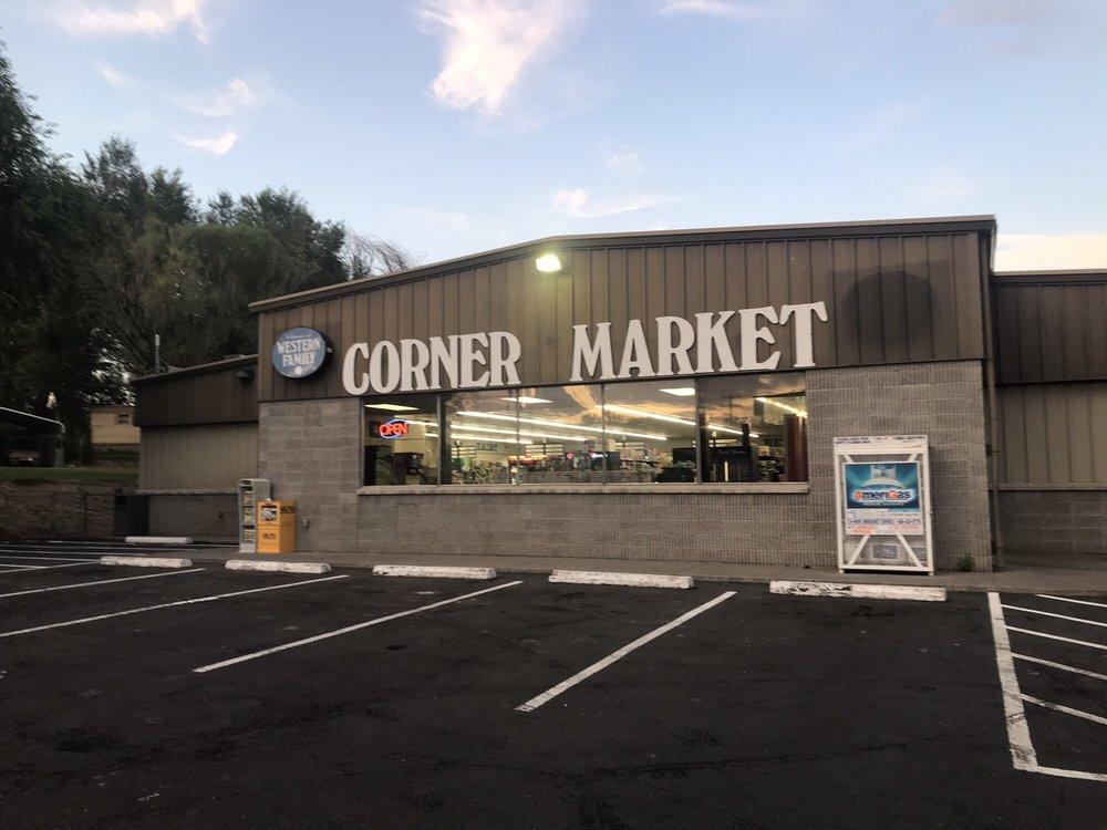 Corner Market: 206 N Oneida St, Glenns Ferry, ID