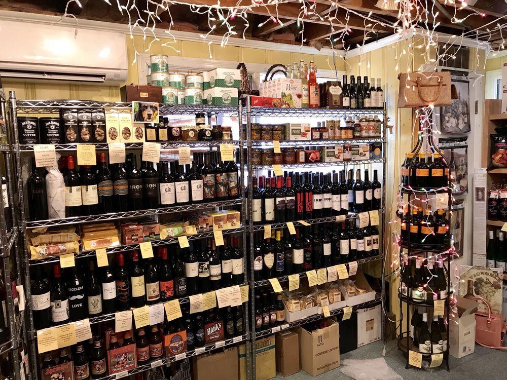 Bon Vivant Wine & Brew Smithfield: 1504 South Church St, Smithfield, VA