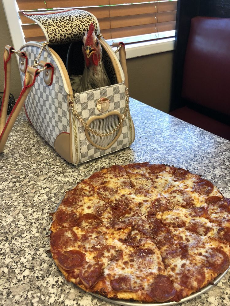 Figaro's Pizza: 175 N 2nd Ave, Gold Hill, OR