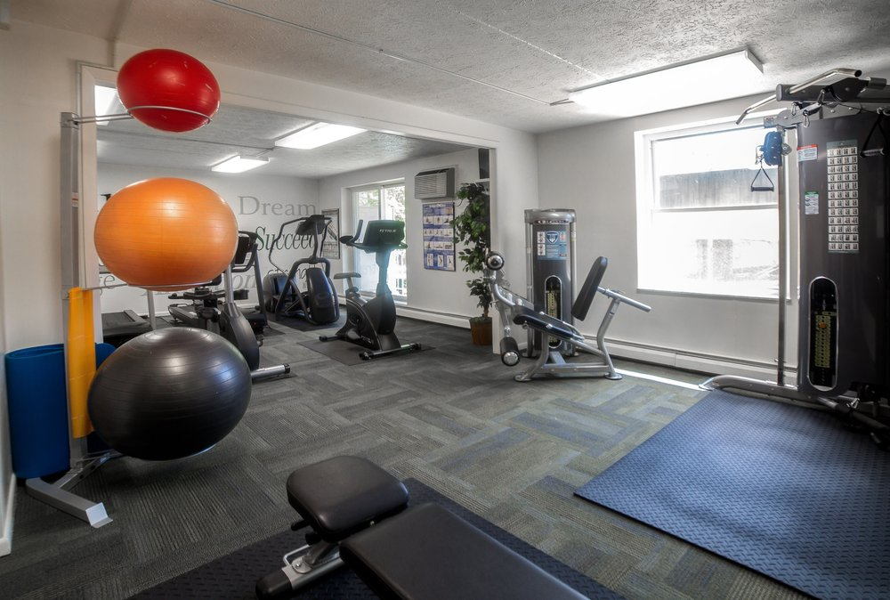 200 West Apartments: 20201 Lorain Rd, Fairview Park, OH
