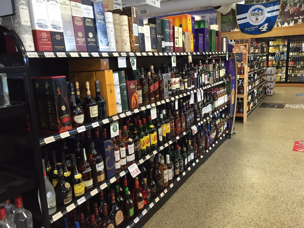Bohannon's Liquor: 15518 Pinehurst Dr, Basehor, KS