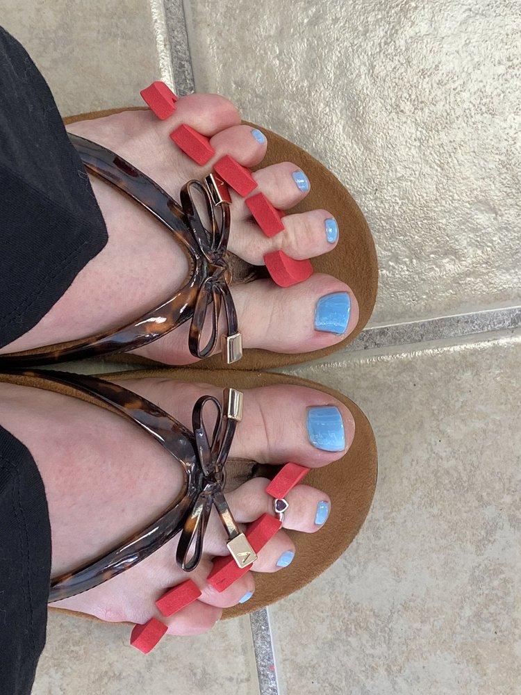 Pro Happy Nails: 24 Bedford Sq Plaza, Everett, PA