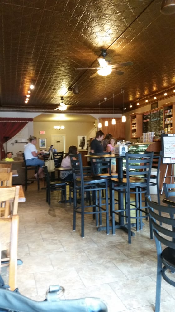 The Coffee Den: 114 N Franklin St, Manchester, IA