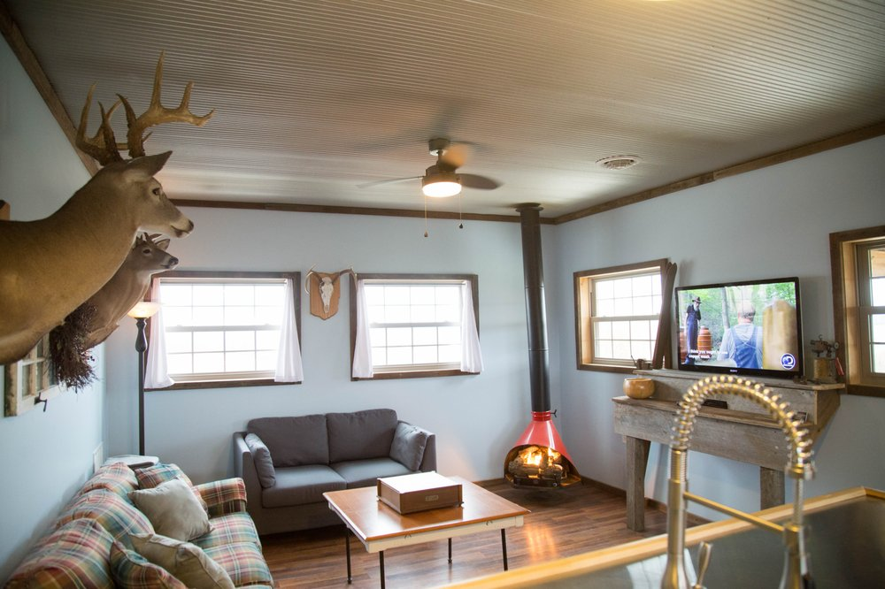 Sandstone Point Vacation Cabin: 5854 N Dugan Rd NW, McConnelsville, OH