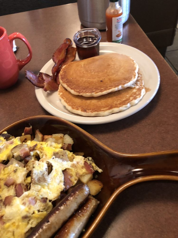 Roadhouse Cafe: 4720 Gateway Dr, Grand Forks, ND