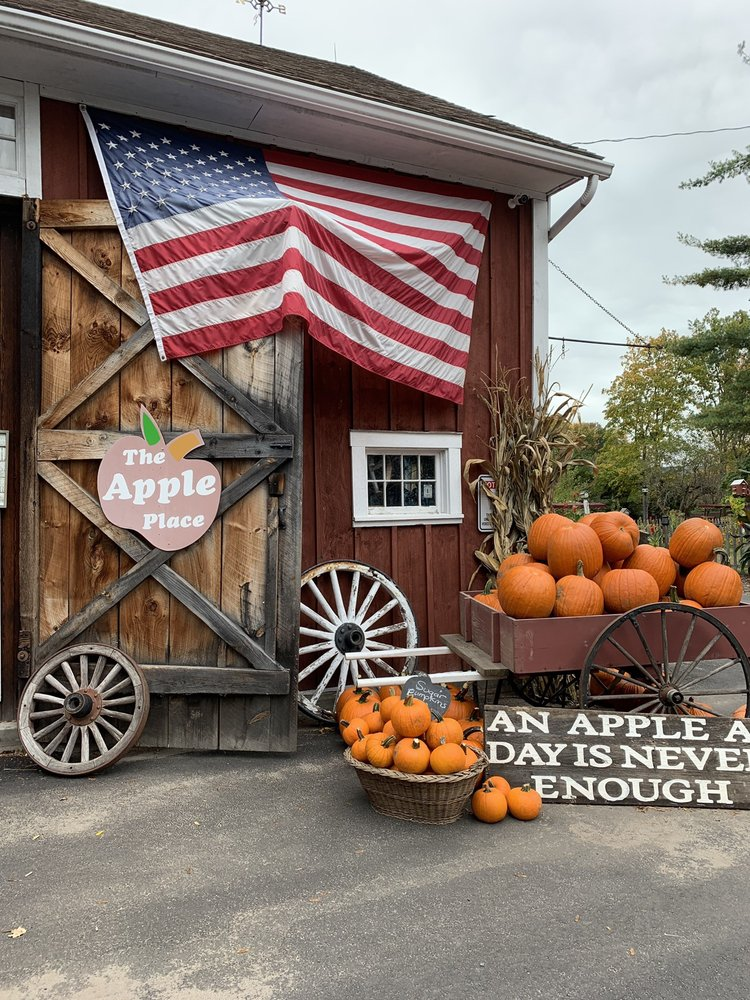 The Apple Place: 540 Somers Rd Rte 83, East Longmeadow, MA