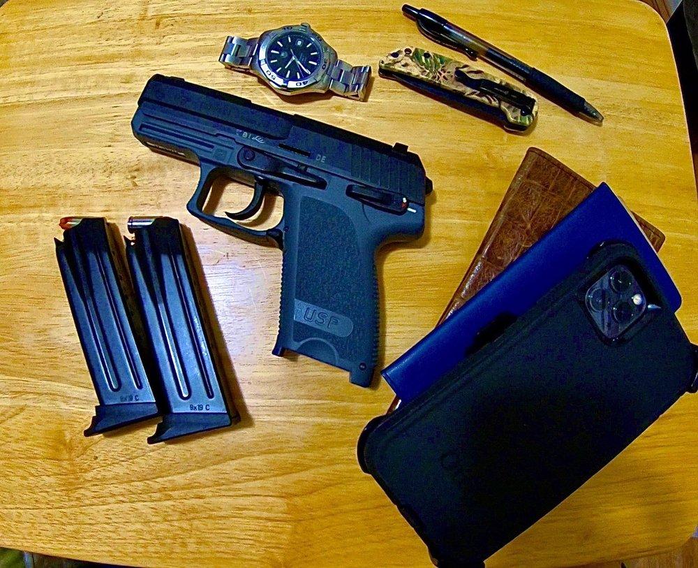 Big Deez Guns: 2124 Hwy 95, Bullhead City, AZ