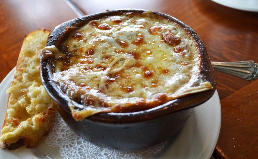 The Weathervane Restaurant: 106 Pine River Ln, Charlevoix, MI