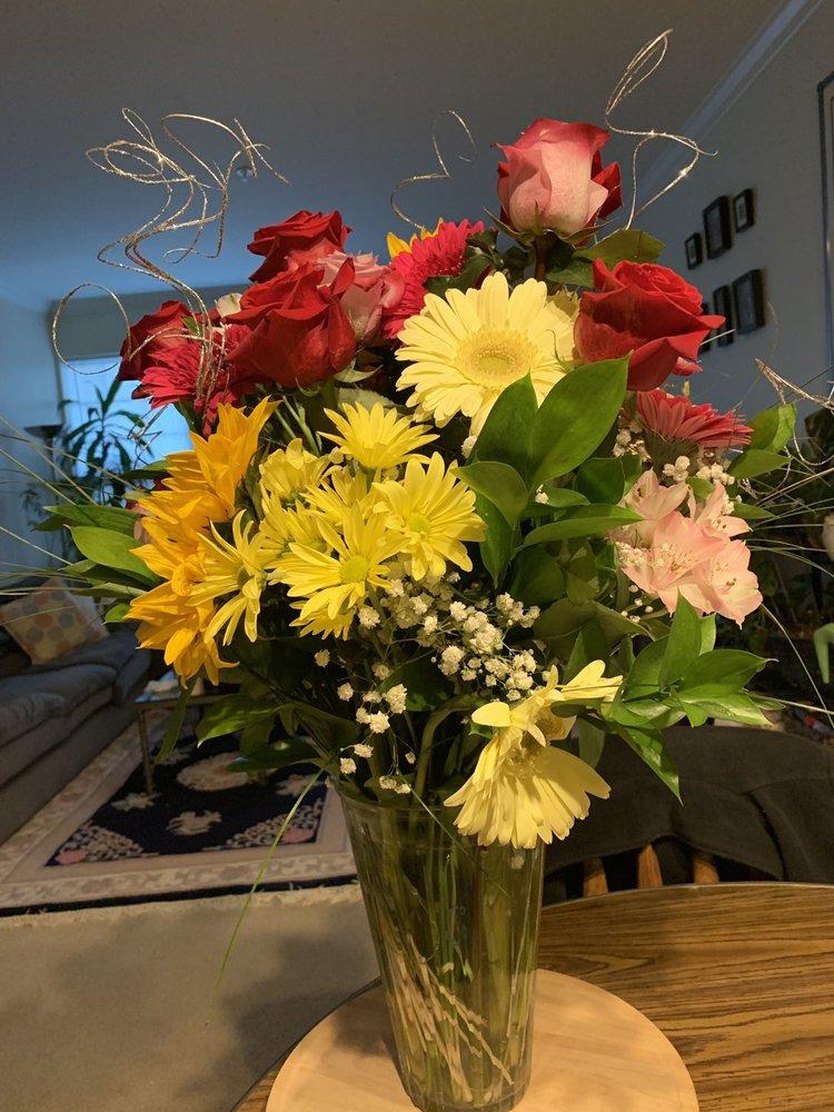 Piccirillo The Florist: 31 Ruskin Ave, Methuen, MA