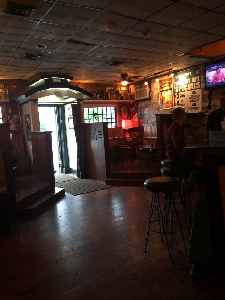 O'Connor's Public House: 46 Railroad St, New Milford, CT