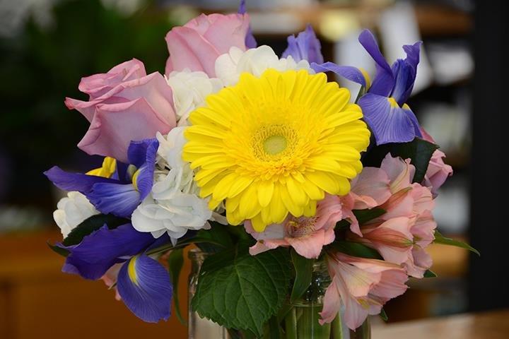 Grimsley's Flowers: 102 Jones Ct, Clinton, IL