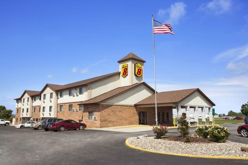 Super 8 by Wyndham Mt. Vernon: 401 S. 44th St., Mt. Vernon, IL