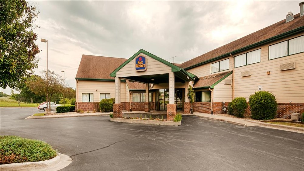 Best Western Monticello Gateway Inn: 805 Iron Horse Pl, Monticello, IL