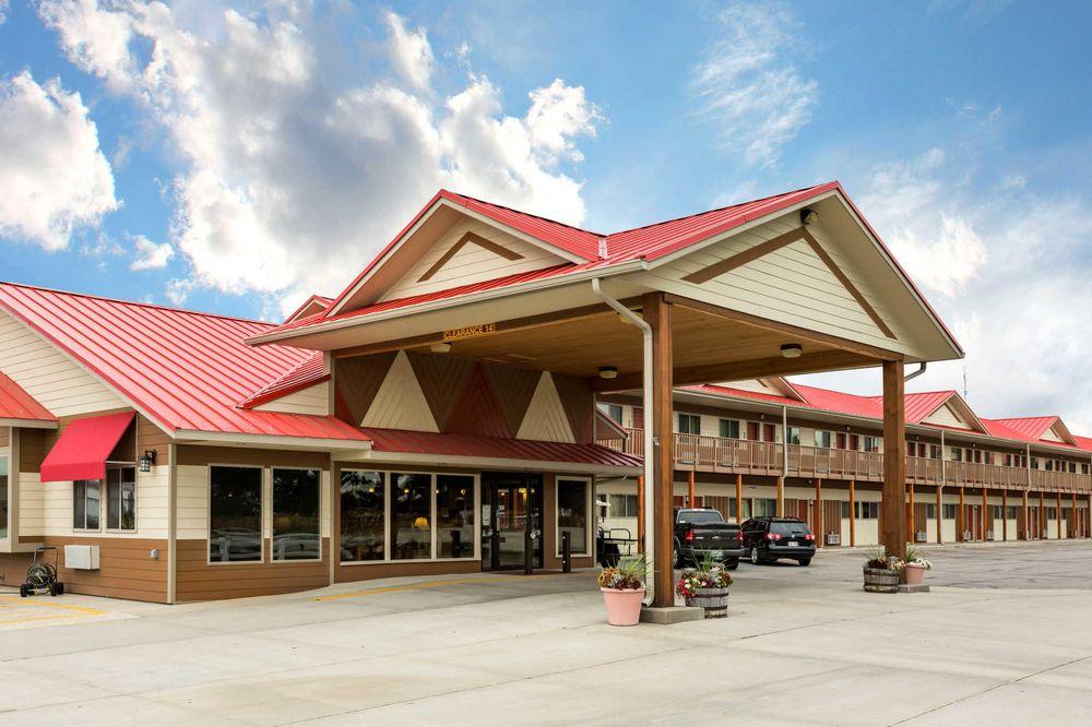 Econo Lodge Inn & Suites: 340 E Hwy 20, Valentine, NE