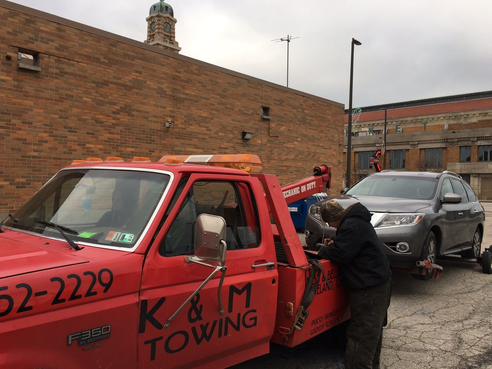 K & M Towing & Automtv