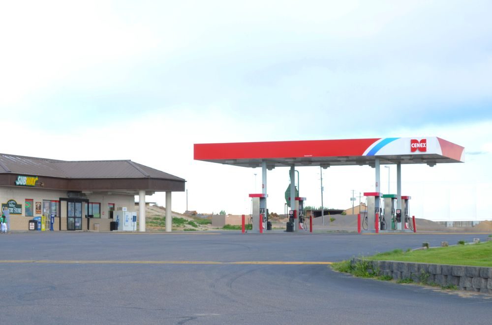 Valley Country C-Store: 28028 Hwy 20-26, Parma, ID