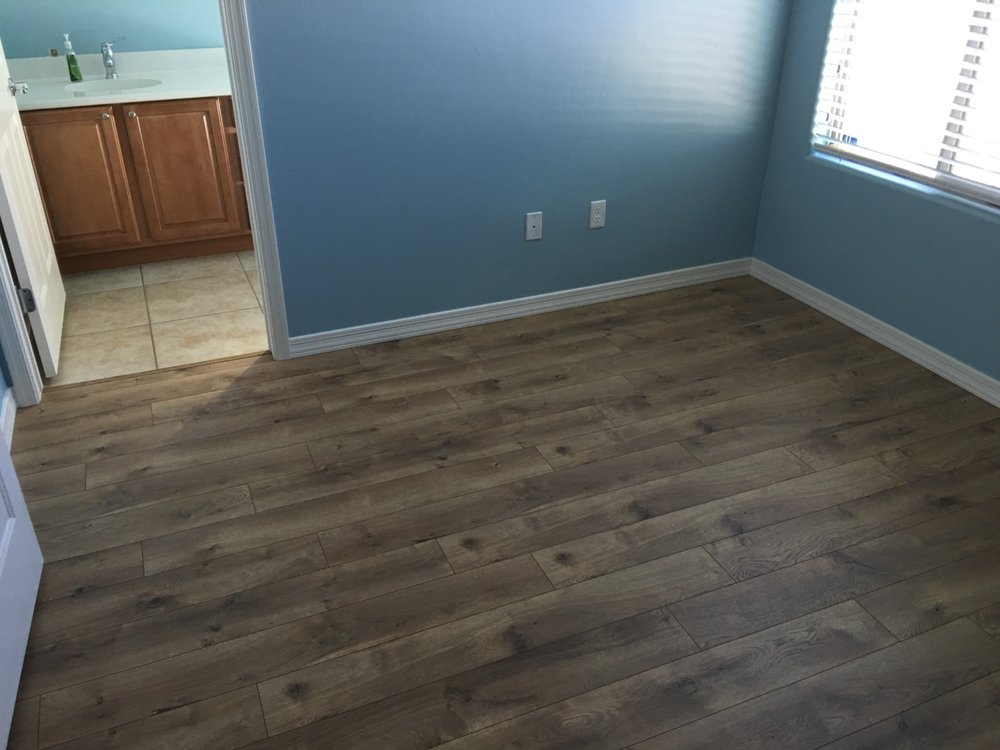 Complete Floorings Century Oak Laminate In A Guest Bedroom