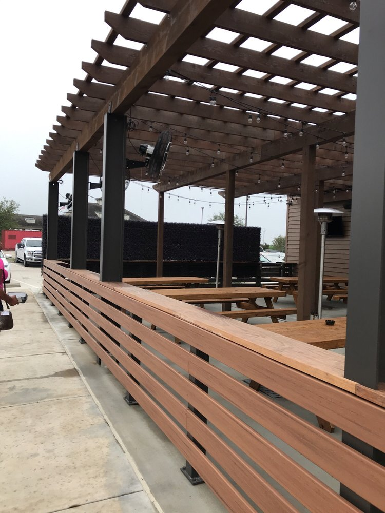 Walk-On's Bistreaux & Bar: 437 Oak Plaza Blvd, Brusly, LA