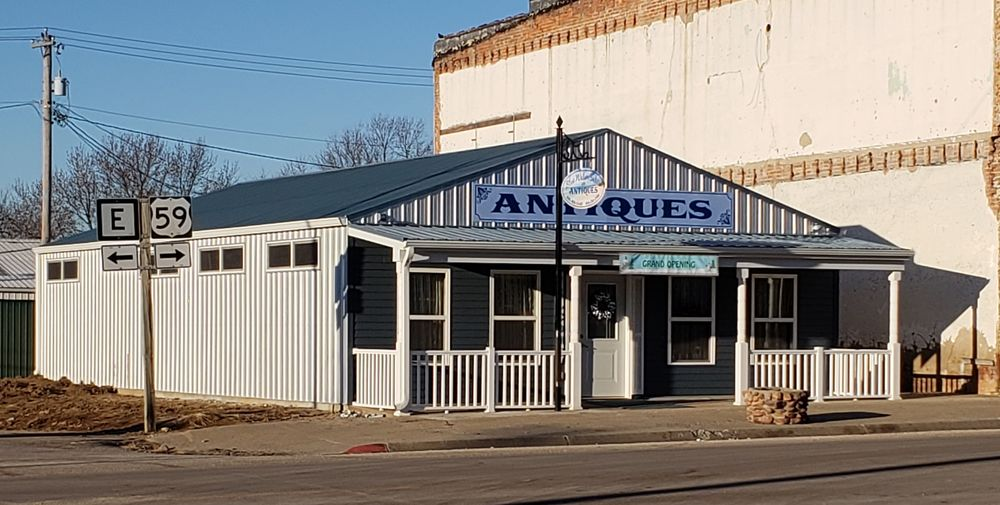Blue Water Sales and Antiques: 501 State St, Mound City, MO