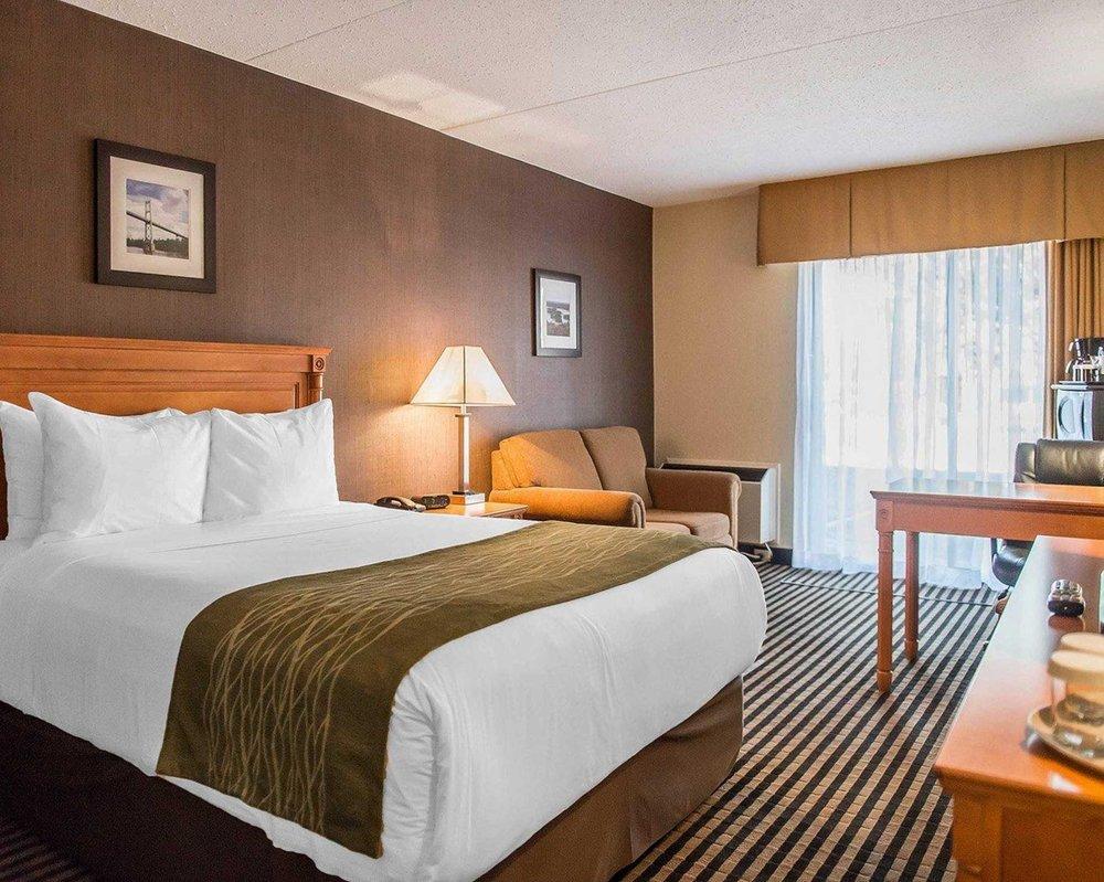 Comfort Inn: 7777 Kent Blvd, Brockville, ON