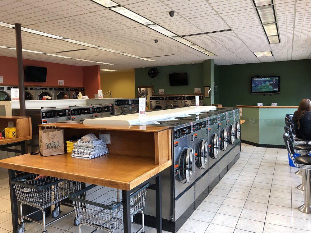 Top Shelf Laundromat and Wash-n-Fold: 1820 Maple Rd, Williamsville, NY