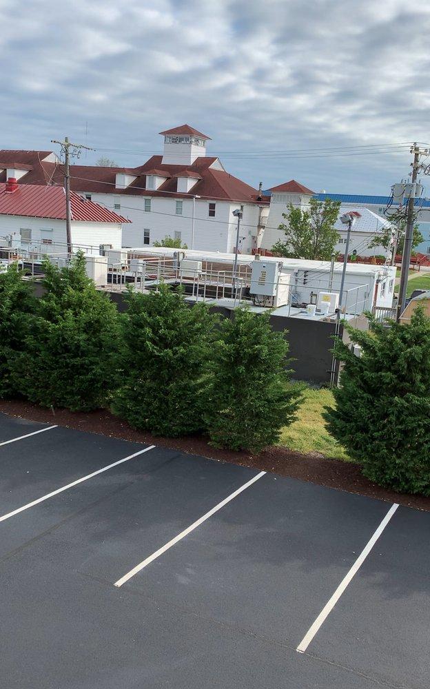 Chincoteague Resort Vacations: 6426 Maddox Blvd, Chincoteague Island, VA