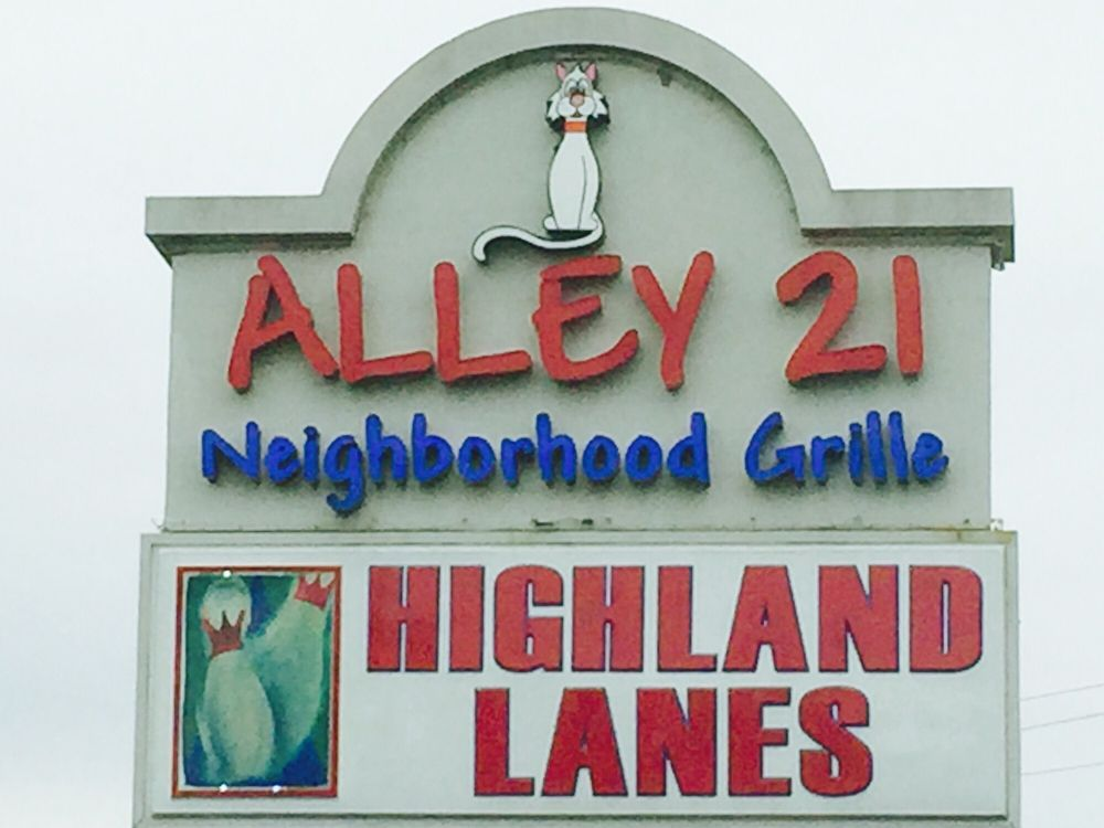 Alley 21 Grille: 1086 N High St, Hillsboro, OH