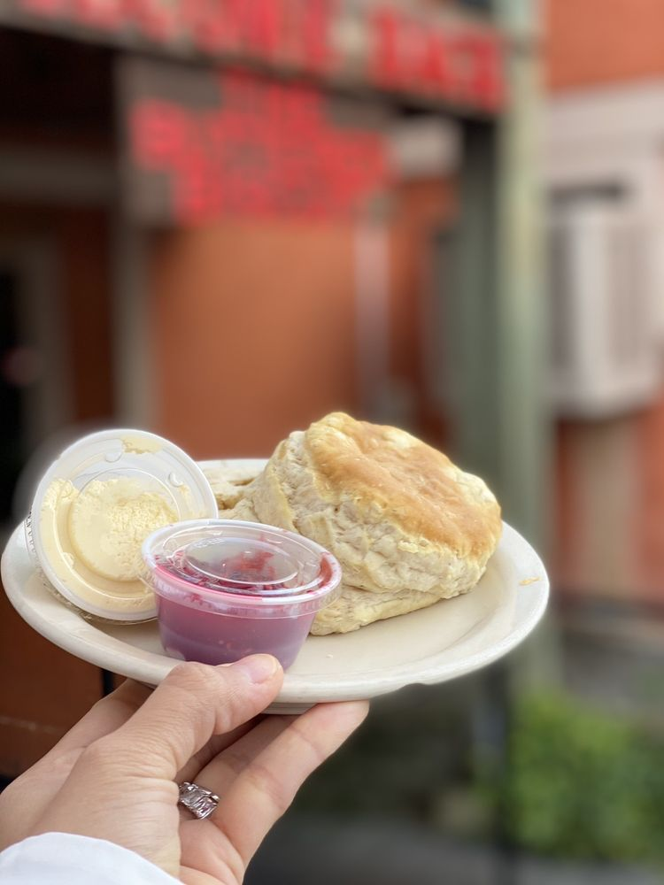 The Buttered Biscuit: 1014 North St, Sumner, WA