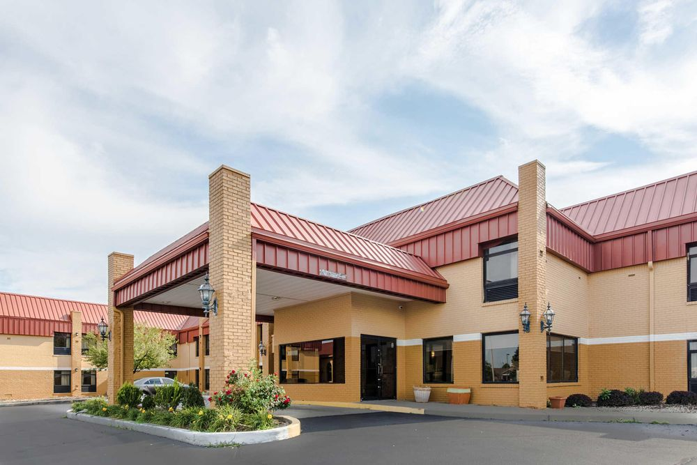 Quality Inn & Suites: 3400 N Everbrook Lane, Muncie, IN