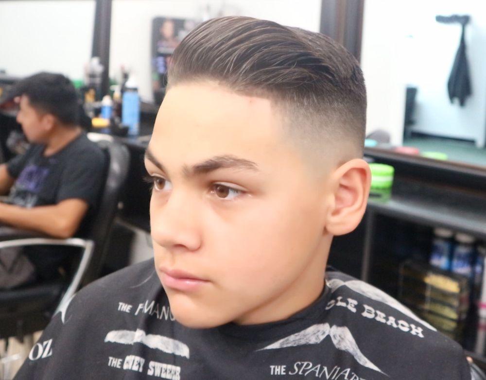 Barber Shop De Leon: 313 3rd St, Greenport, NY