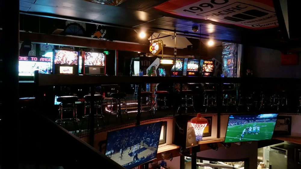 Angry Beaver Sports Grill - 28 photos & 35 avis - Bars