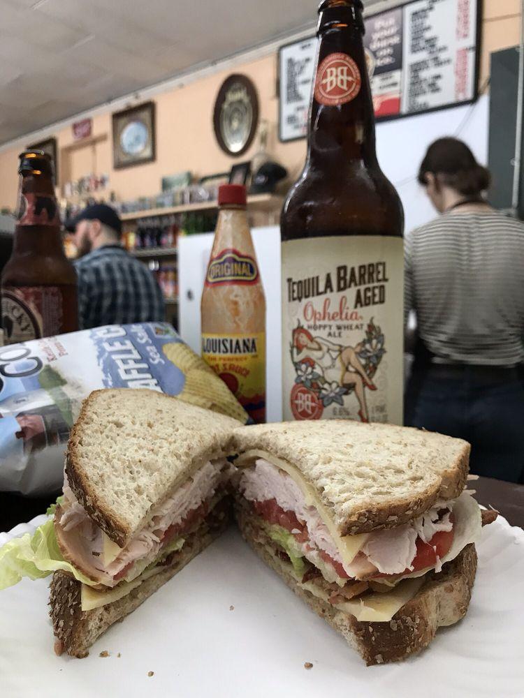 Morris' Deli Liquor & Catering: 2228 Taylorsville Rd, Louisville, KY