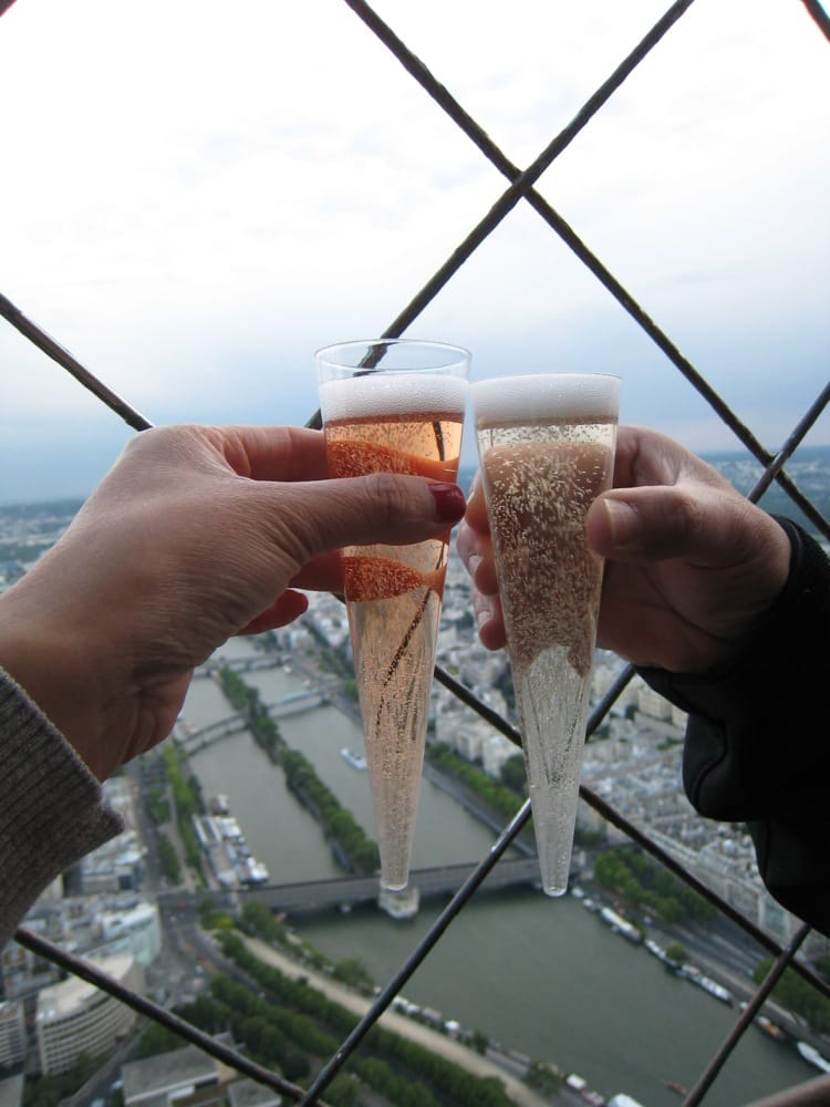 Bar champagne de la tour eiffel 19 photos bars - Boire une coupe de champagne enceinte ...