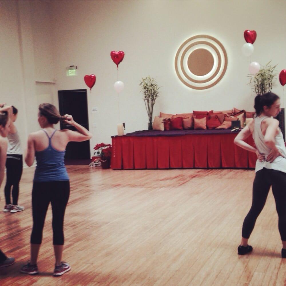 Naam yoga had a fun valentines day themed zumba class for Housse ballon yoga
