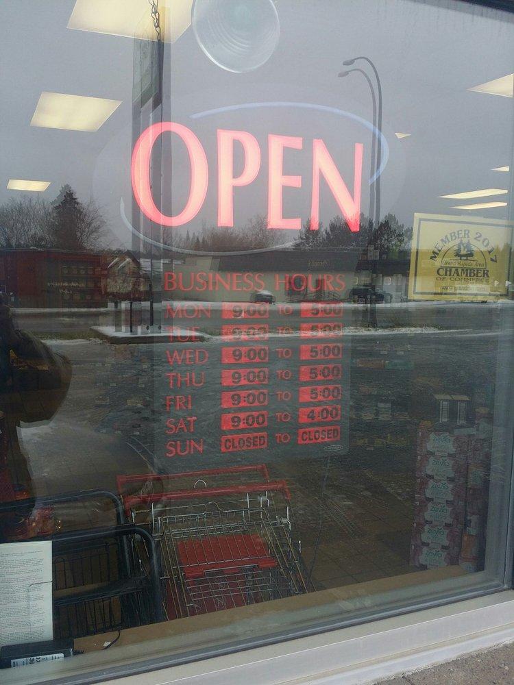 Grand Organic Food Market: 901 NE 4th St, Grand Rapids, MN