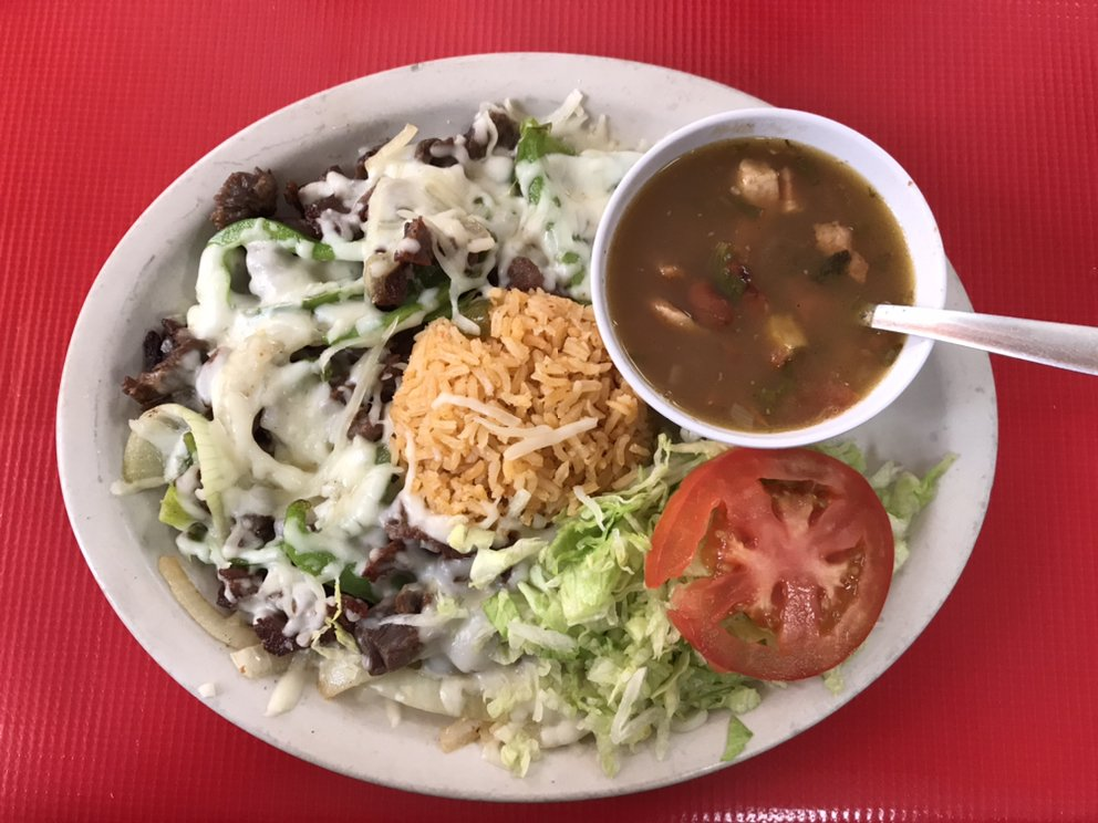 Mi Pueblito Restaurant: 383 E Hidalgo Ave, Raymondville, TX