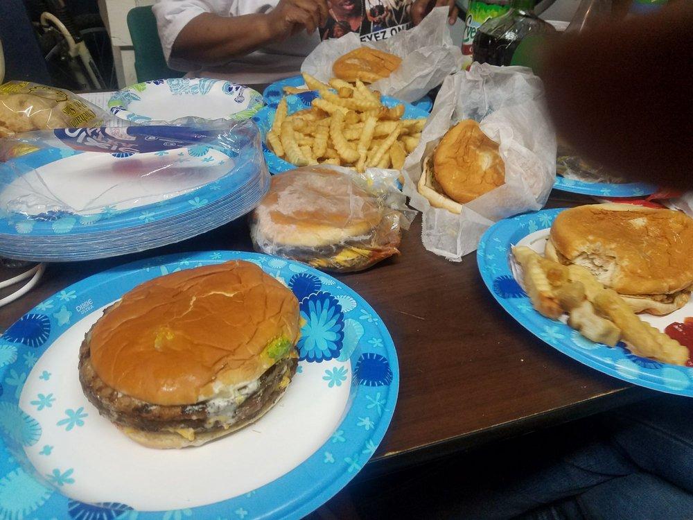 Carter's Hamburgers: 1213 S 7th St, Cordele, GA
