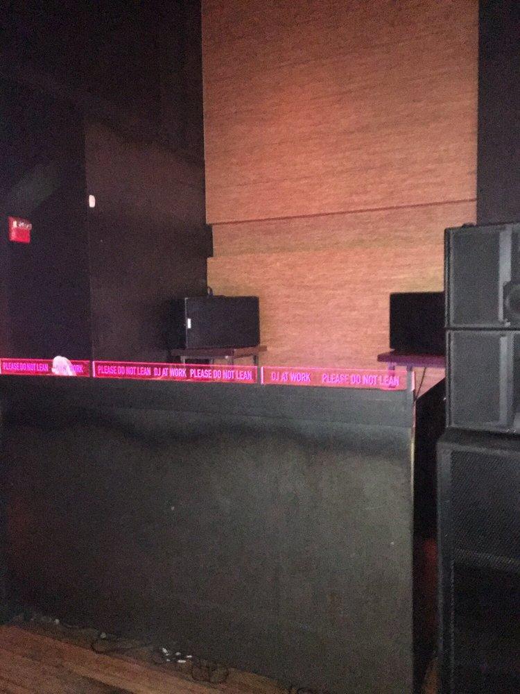 Middlesex Lounge: 315 Massachusetts Ave, Cambridge, MA