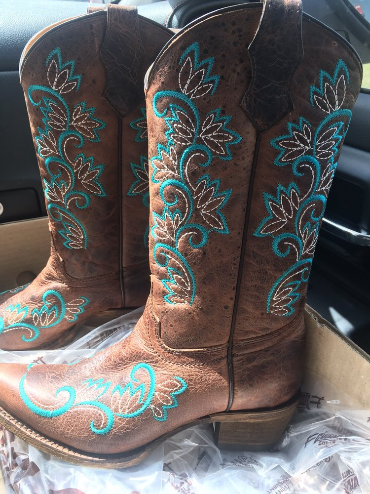 cavender s boot city 13 reviews shoe stores 8640