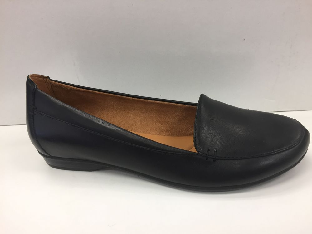 Wide Shoe Outlet: 4279 Branch Ave, Temple Hills, MD