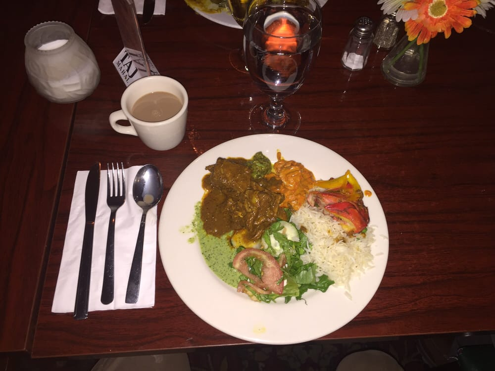 Dinner buffet plate rice tandoori chicken and goat for 5 star indian cuisine