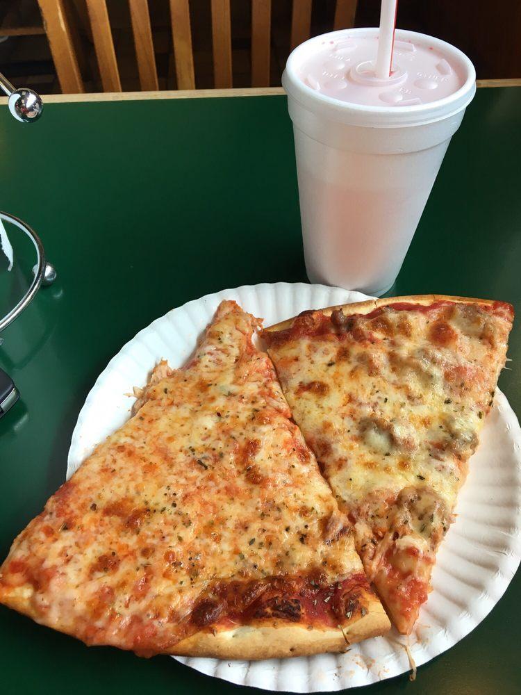 Wayne's Pizza: 100 Elizabeth Ln, Genoa City, WI