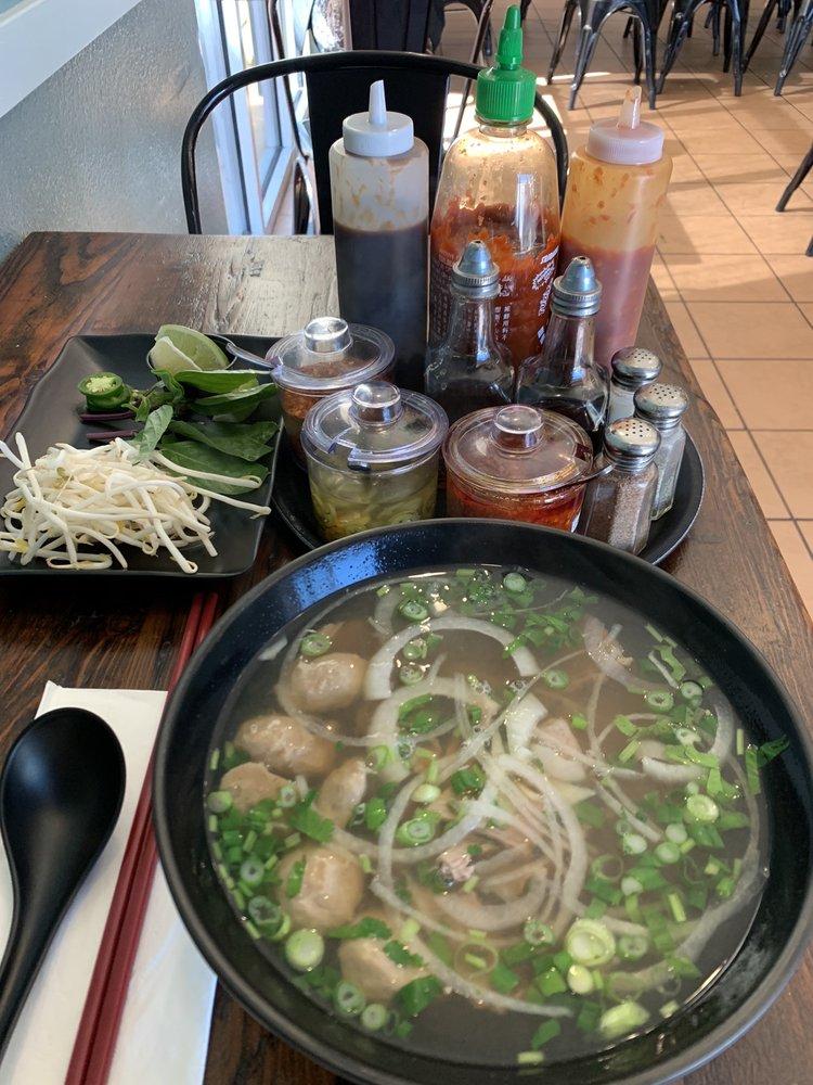 Leiz House Seafood & Noodle: 920 Hilltop Dr, Redding, CA