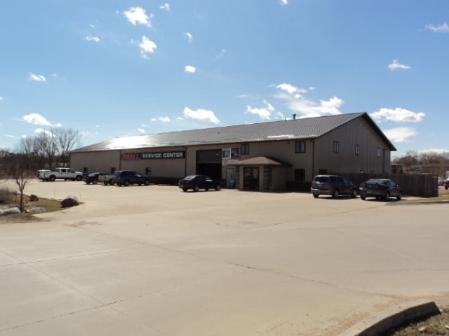 Jerry's Service Center: 27786 N Hwy 17, Lennox, SD