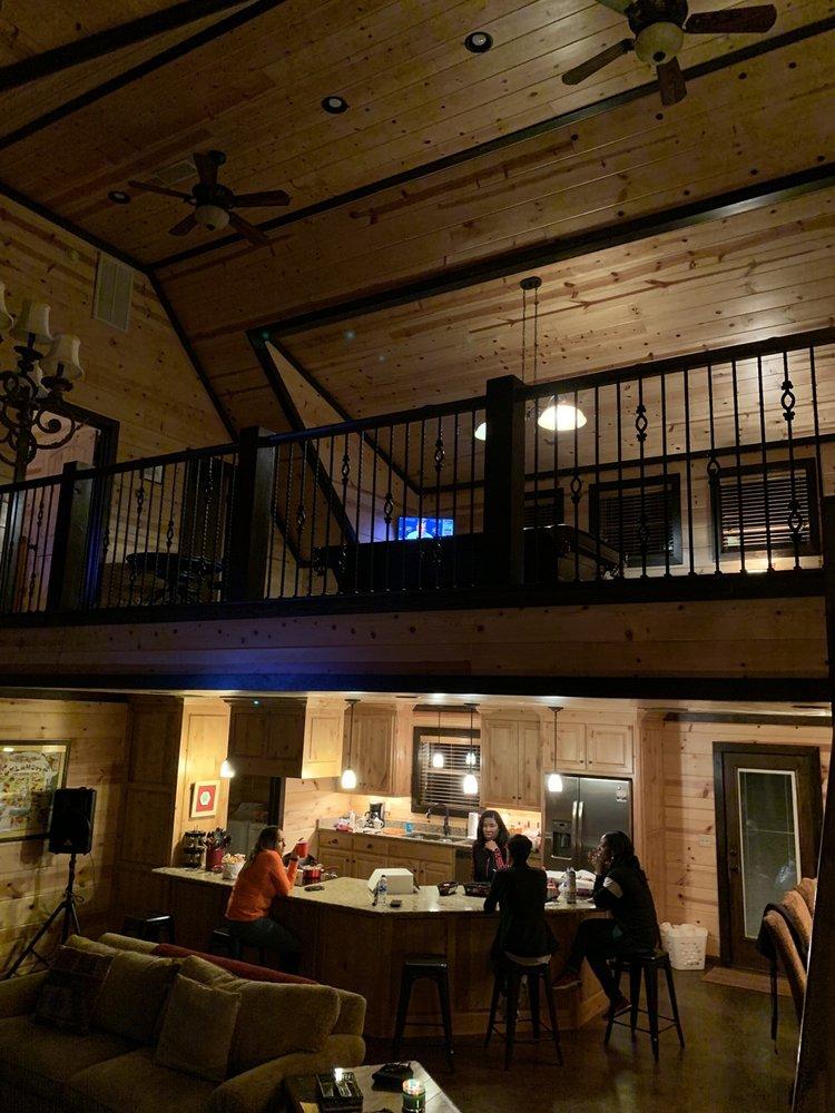 Blue Beaver Luxury Cabins: 10010 N US Hwy 259, Broken Bow, OK